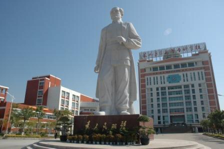 白求恩雕像